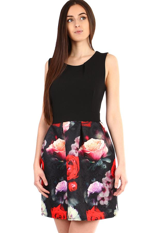 Krátké dámské šaty květovanou sukní 277c0600ad9