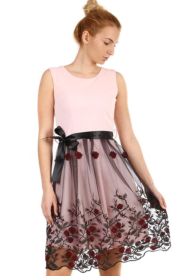 e078a4477c7b Áčkové večerní šaty s vyšívanou sukní z tylu