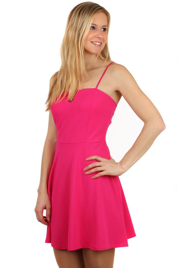 c5f7cdc7dae Krátké šaty s ozdobou ve výstřihu